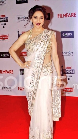 madhuri-dixit-filmfare-2016-dress