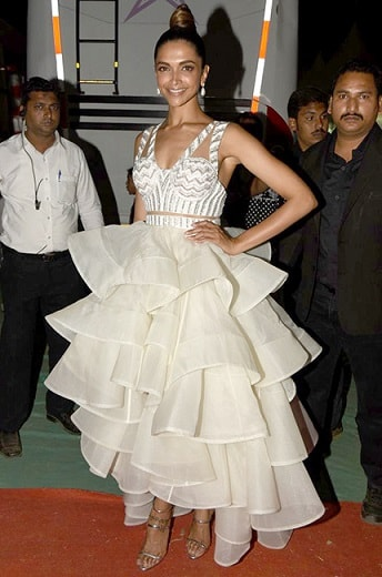 Deepika-Padukone-Dress-Star-Screen-Awards-2016