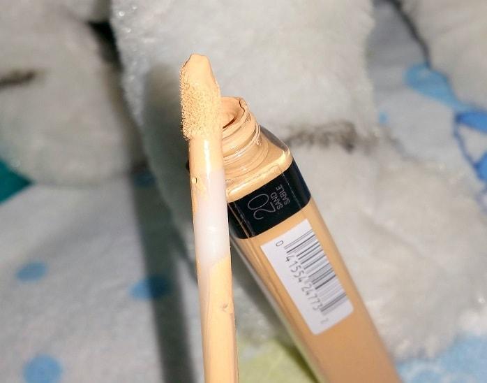 Maybelline-Fit-Me-Concealer-20-Sand-4