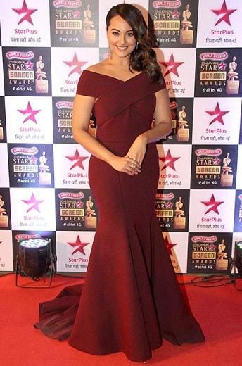 Sonakshi-Sinha-Dress-Star-Screen-Awards-2016