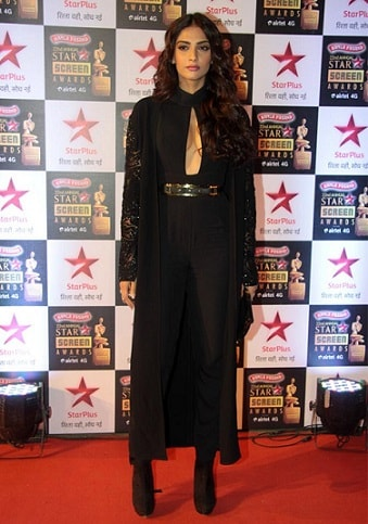 Sonam-Kapoor-Dress-Star-Screen-Awards-2106