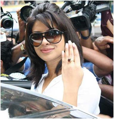 10-pictures-of-priyanka-chopra-without-makeup(9)