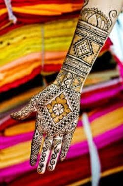Best-bridal-Mehendi-Designs-India (31)