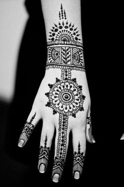 Best-bridal-Mehendi-Designs-India (41)