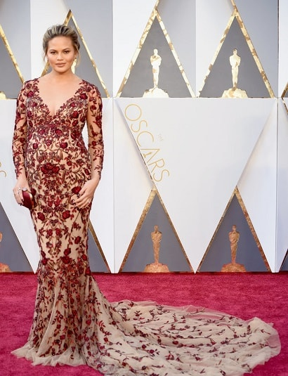 chrissy-teigen-top-18-best-and-worst-dressed-celebs-oscars-2016-red-carpet