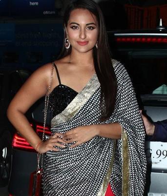 top-bollywood-divas-in-sarees(5)