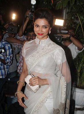 top-bollywood-divas-in-sarees(7)