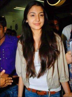 Top-10-pictures-of-Anushka-Sharma-without-makeup(1)