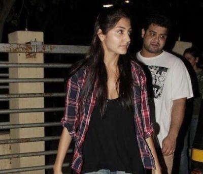 Top-10-pictures-of-Anushka-Sharma-without-makeup(4)