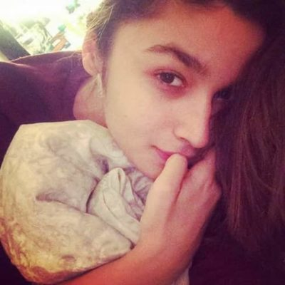 Top-10-pictures-of-Alia-Bhatt-without-makeup(3)