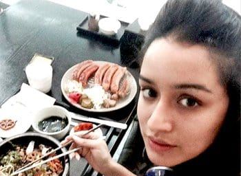 Top-10-pictures-of-Shraddha-Kapoor-without-makeup(6)