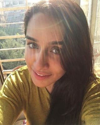 Top-10-pictures-of-Shraddha-Kapoor-without-makeup(7)