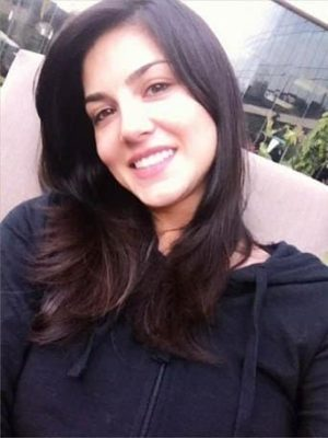 Top-10-pictures-of-Sunny-Leone-without-makeup(3)