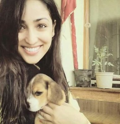 Top-10-pictures-of-Yami-Gautam-without-makeup(10)