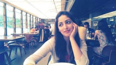 Top-10-pictures-of-Yami-Gautam-without-makeup(11)