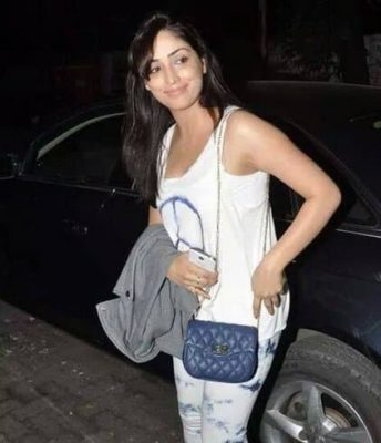 Top-10-pictures-of-Yami-Gautam-without-makeup(5)