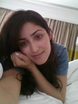Top-10-pictures-of-Yami-Gautam-without-makeup(7)