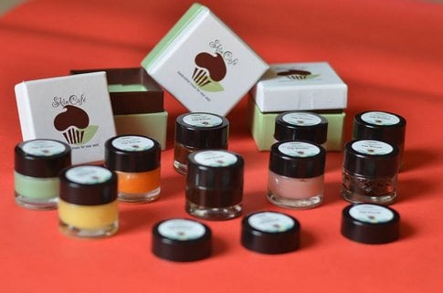 http://vanitynoapologies.com/15-best-herbal-natural-organic-lip-balms-india-reviews-prices/